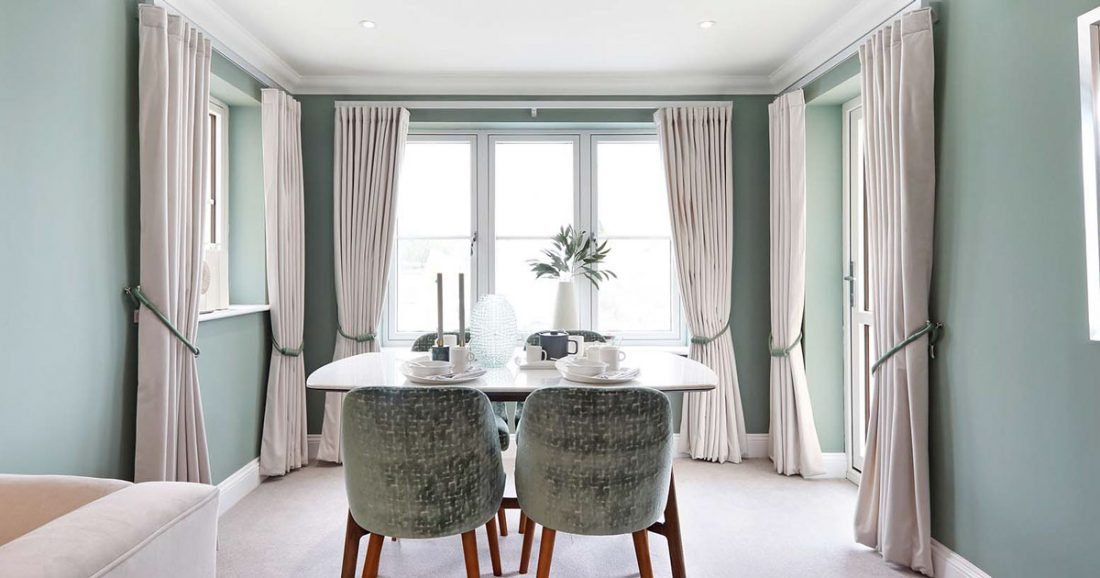 Curtains vs Drapes – What's the Difference?